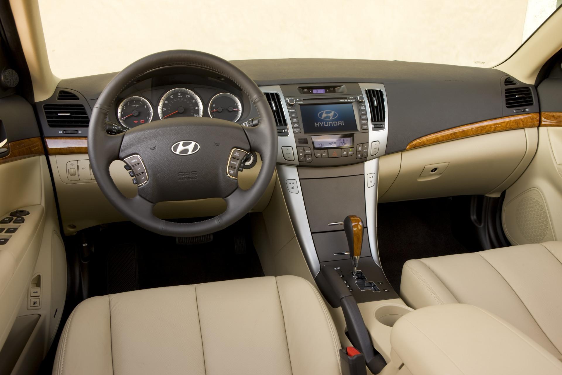 2010 Hyundai Sonata Image Photo 2 Of 17