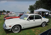 Popular 1986 Jaguar XJ6 Wallpaper