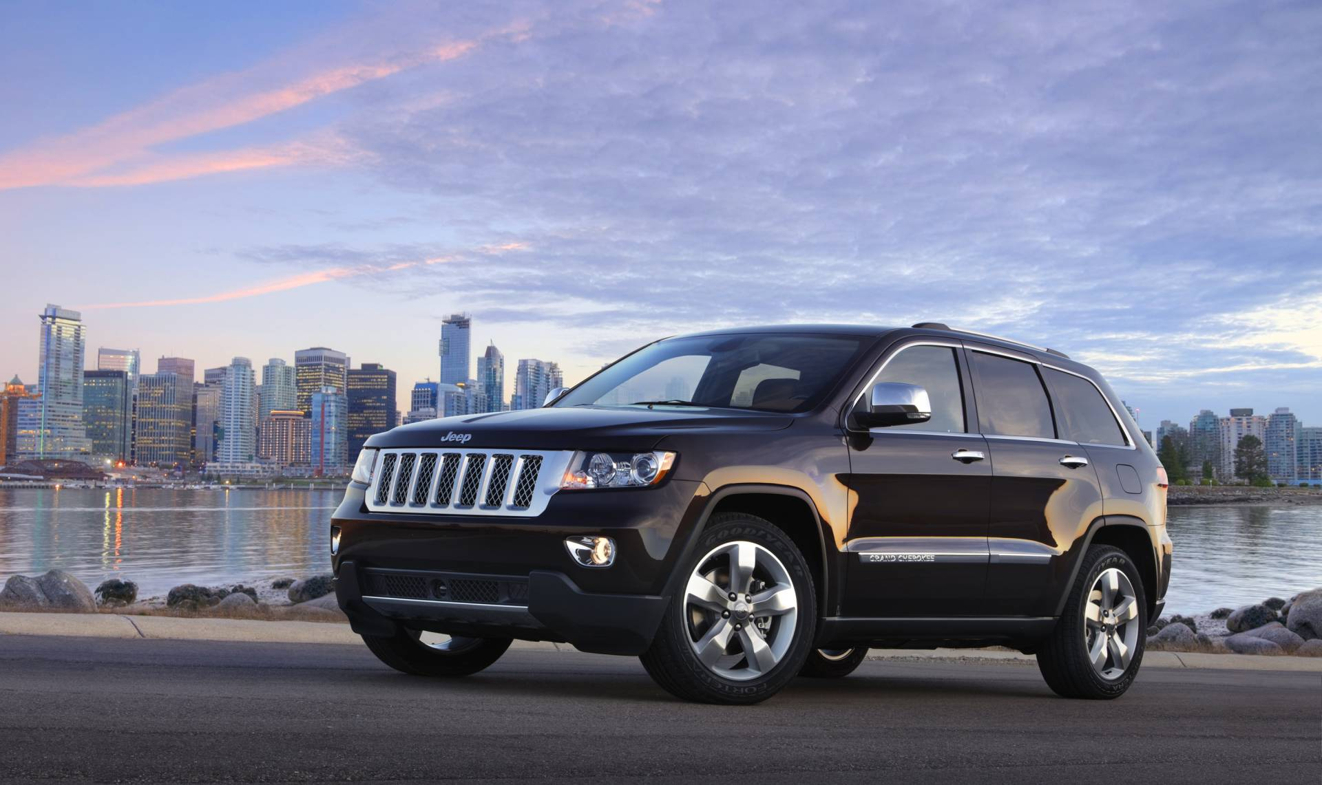 2013 Jeep Grand Cherokee News and Information