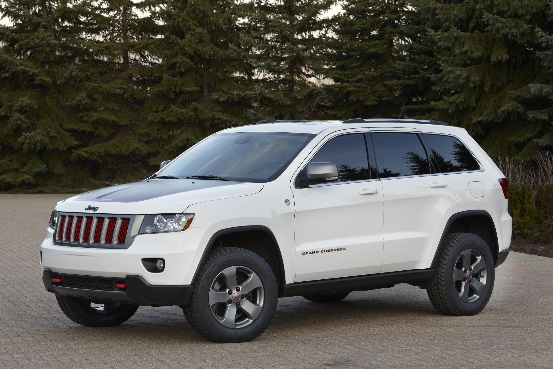 2012 jeep grand cherokee trailhawk concept news and information research and history. Black Bedroom Furniture Sets. Home Design Ideas