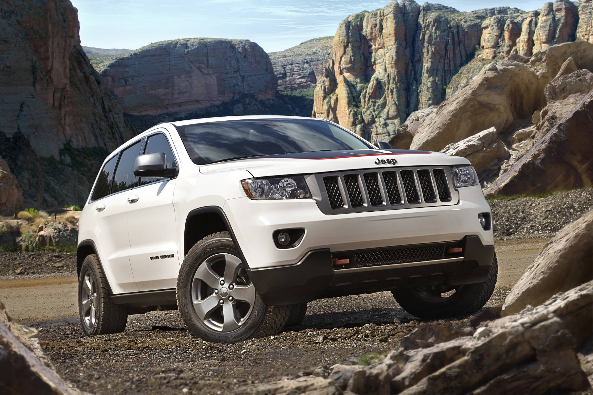 Cherokee Auto Auction >> 2013 Jeep Grand Cherokee Trailhawk News and Information