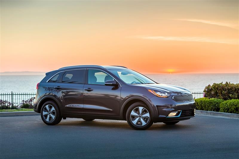 Kia Niro Plug-in Hybrid pictures and wallpaper