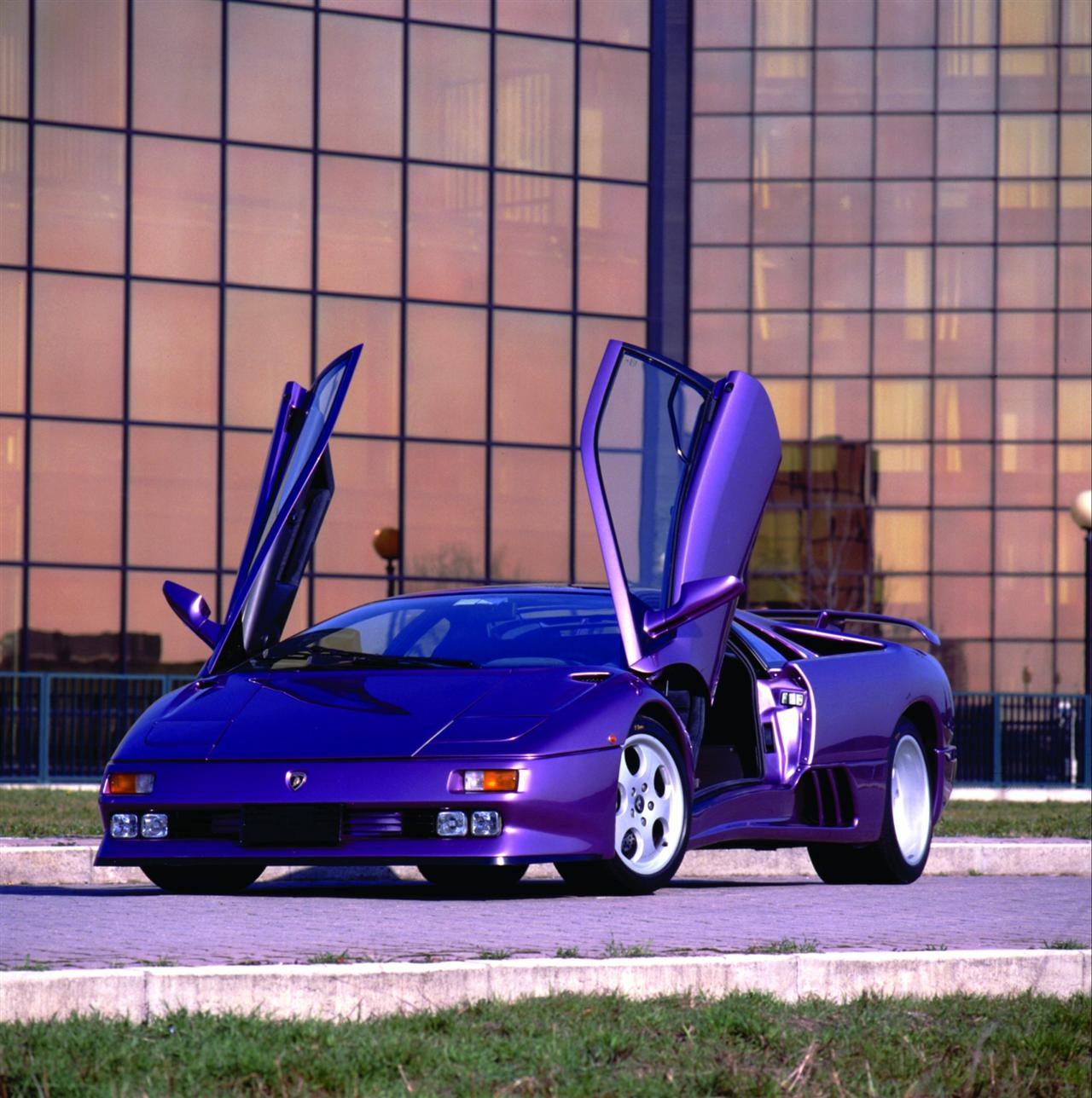 https://www.conceptcarz.com/images/Lamborghini/1994-Lamborghini-Diablo-SE_Image-05-1280.jpg