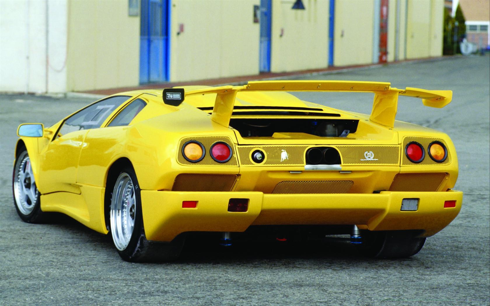 https://www.conceptcarz.com/images/Lamborghini/1995-Lamborghini-Diablo-Iota-Image-04-1680.jpg
