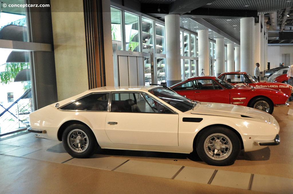 https://www.conceptcarz.com/images/Lamborghini/71-Lambo-Jarama-400GT_DV-12-RMMC_01.jpg