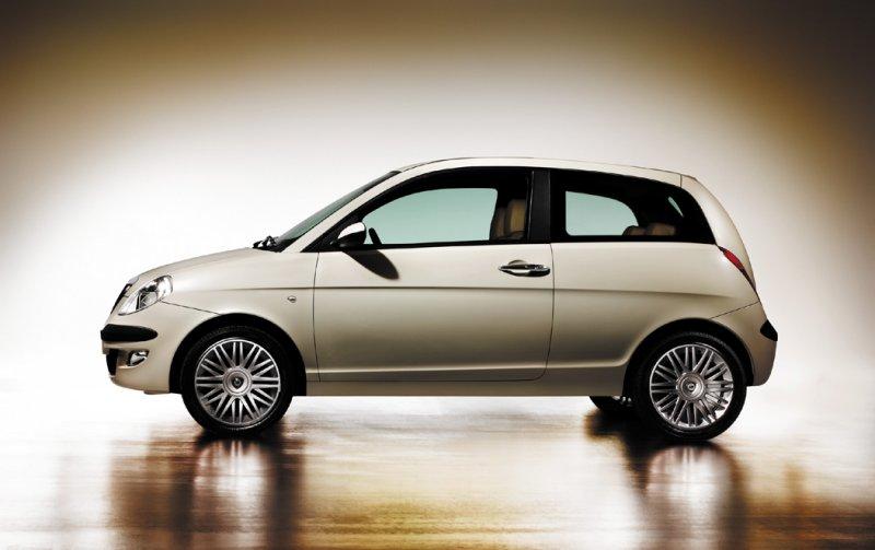 https://www.conceptcarz.com/images/Lancia/lancia_ypsilon_03.jpg