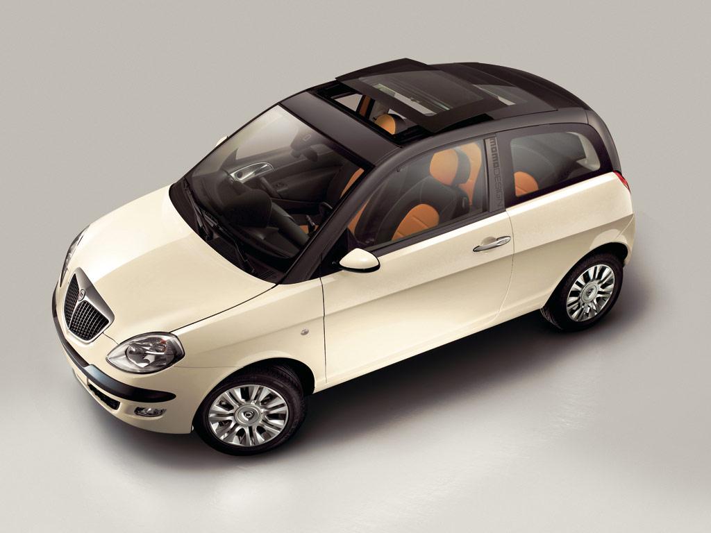 https://www.conceptcarz.com/images/Lancia/lancia_ypsilon_momo_manu-06_02.jpg