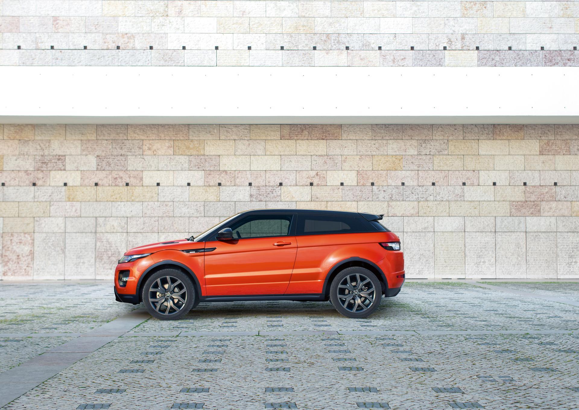 https://www.conceptcarz.com/images/Land%20Rover/2014-Range-Rover-Autobigoraphy-01.jpg
