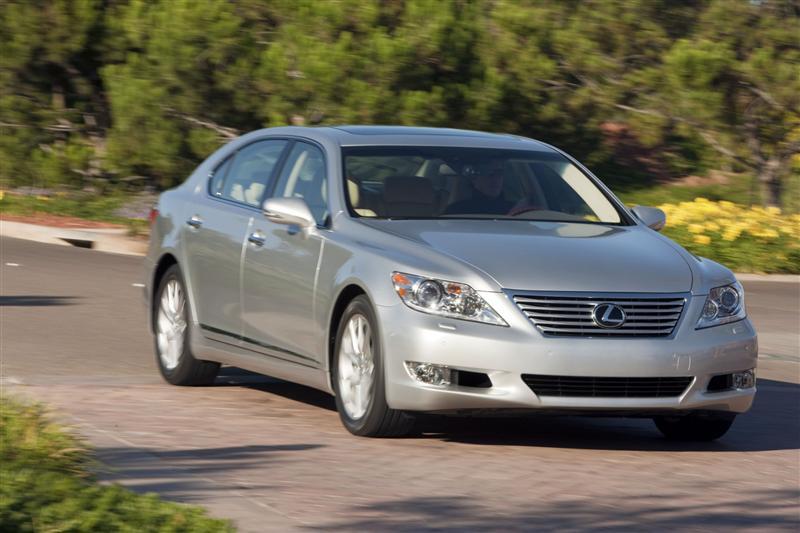 https://www.conceptcarz.com/images/Lexus/2010-Lexus-LS-460_Image-016-800.jpg