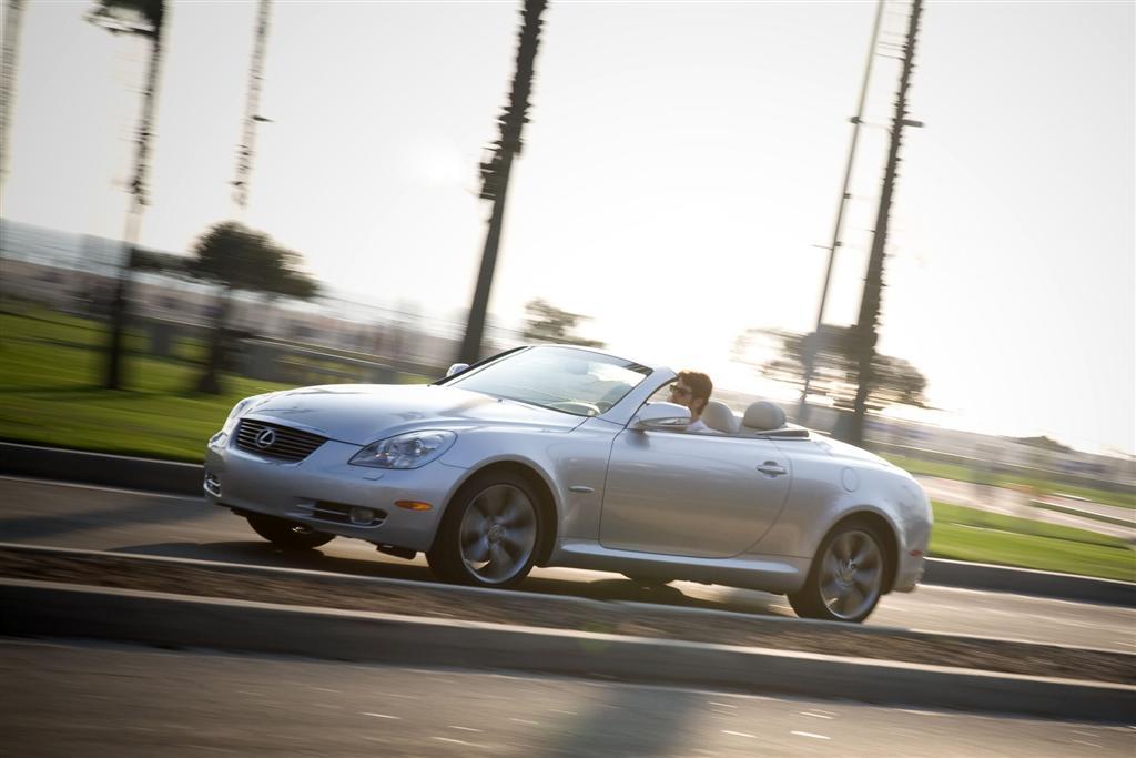 https://www.conceptcarz.com/images/Lexus/2010-Lexus-SC430-Coupe-Image-03-1024.jpg