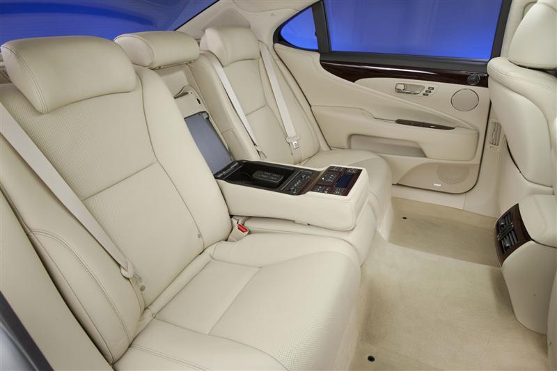 https://www.conceptcarz.com/images/Lexus/2011_Lexus-LS-460_Sedan-Image-i010-800.jpg