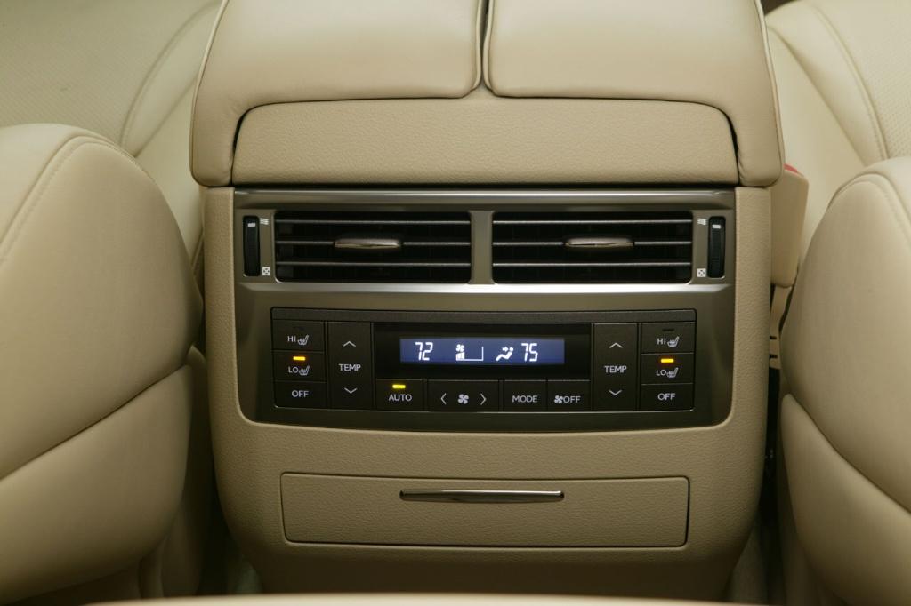 https://www.conceptcarz.com/images/Lexus/lexus_LX_570-manu-08_i021-1024.jpg