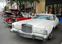 1975 Lincoln Continental image.