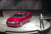 2010 Lincoln MKS image.