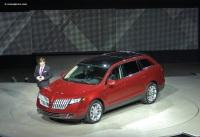 2010 Lincoln MKT image.