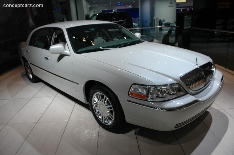 2006 Lincoln Town Car History Pictures Value Auction Sales