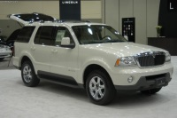 2004 Lincoln Aviator image.