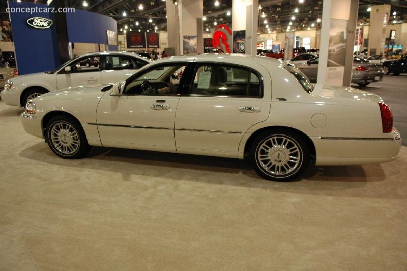 2006 Lincoln Town Car Image Photo 1 Of 11