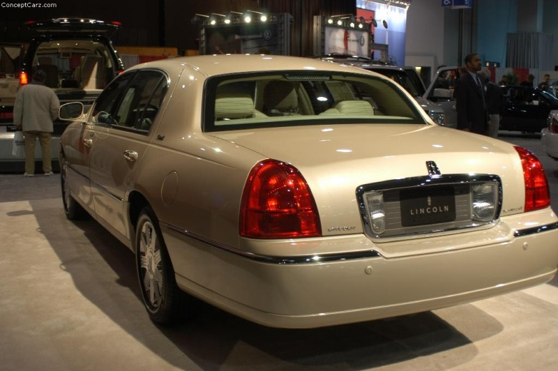 https://www.conceptcarz.com/images/Lincoln/lincoln_town_car_Dc_01-800.jpg