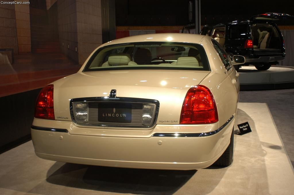 https://www.conceptcarz.com/images/Lincoln/lincoln_town_car_Dc_02.jpg