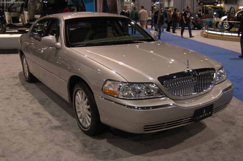 2004 lincoln town car  2004 Lincoln Town Car Image. Photo 2 of 5