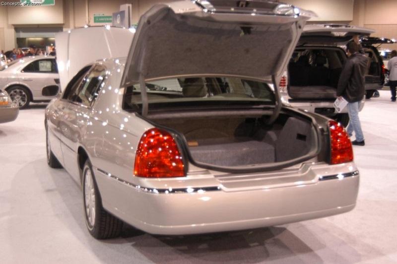 2003 Lincoln Town Car Conceptcarz Com