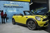 2009 MINI Cooper Convertible image.