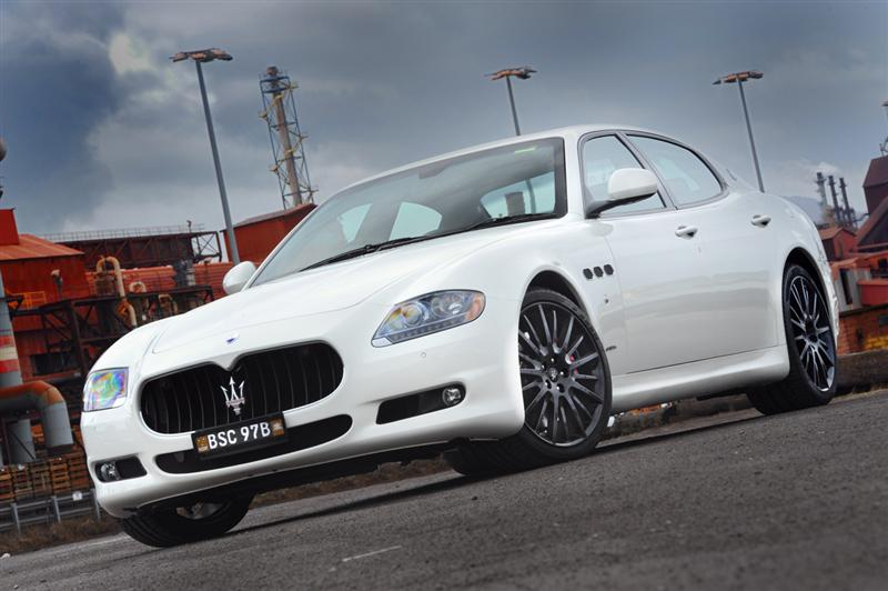 https://www.conceptcarz.com/images/Maserati/2011-Maserati-MC_Sport-Line-Quattroporte-01-800.jpg