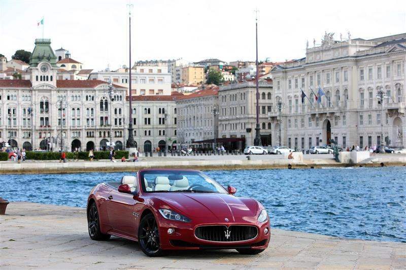 https://www.conceptcarz.com/images/Maserati/2012-Maserati-GranCabrio-Sport-Image-018-800.jpg
