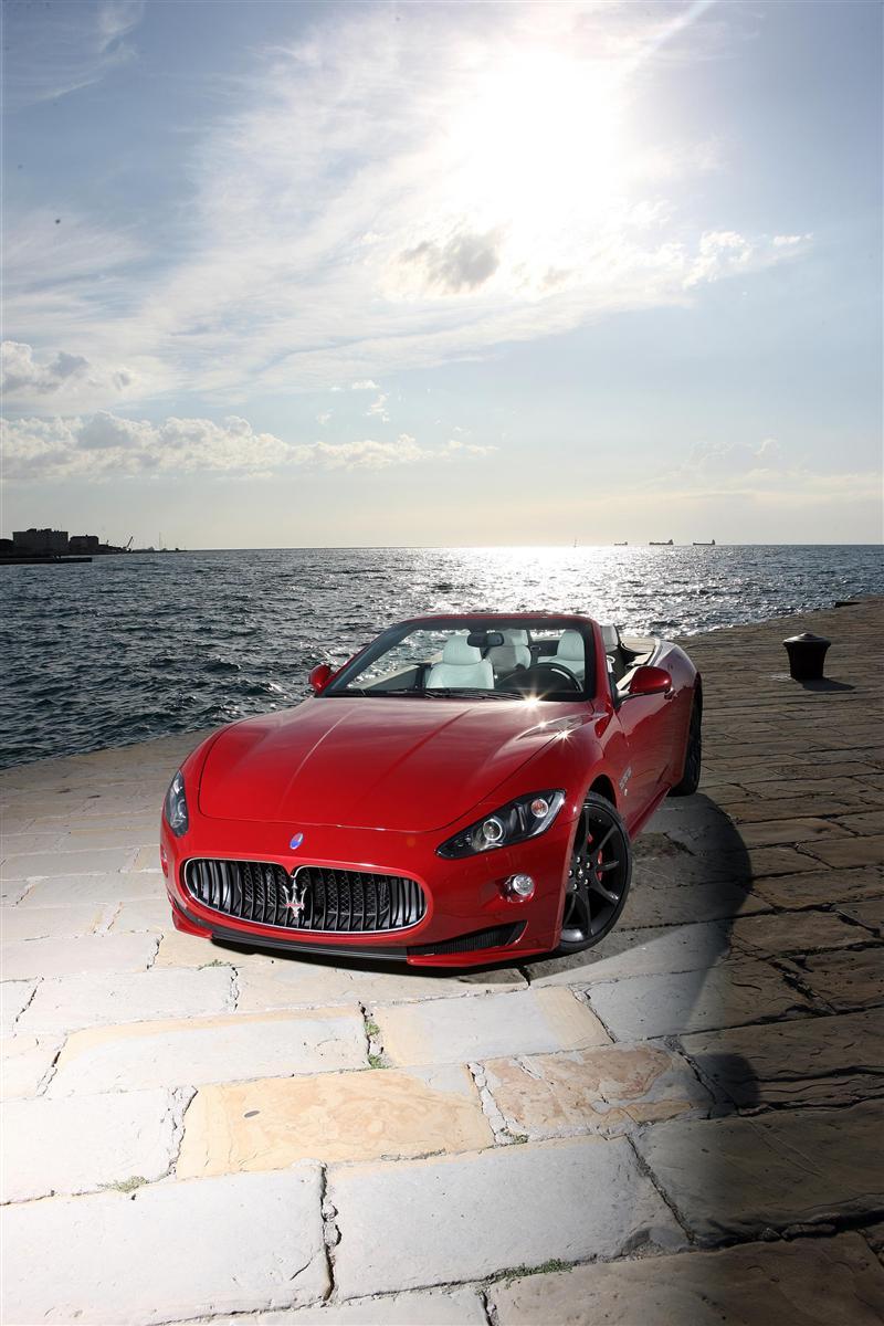 https://www.conceptcarz.com/images/Maserati/2012-Maserati-GranCabrio-Sport-Image-04-800.jpg