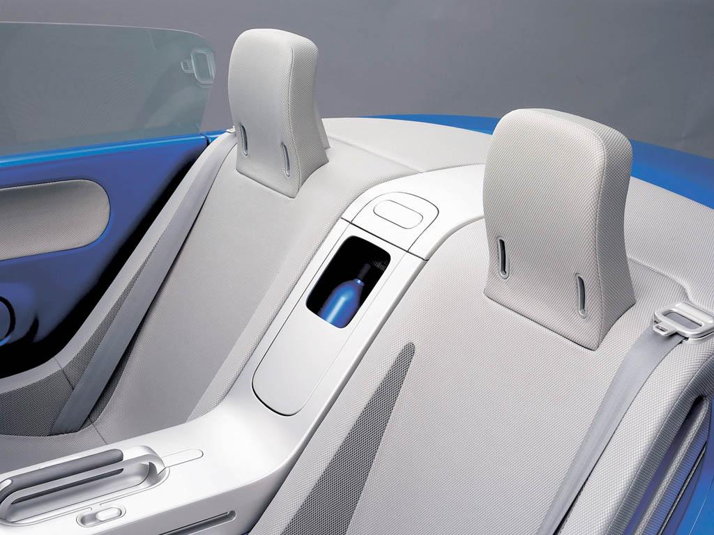 https://www.conceptcarz.com/images/Mazda/2003_mazda_lkubi_blue_02.jpg