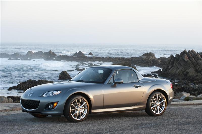 https://www.conceptcarz.com/images/Mazda/2012-Mazda-MX-5-Miata-Image-01-800.jpg