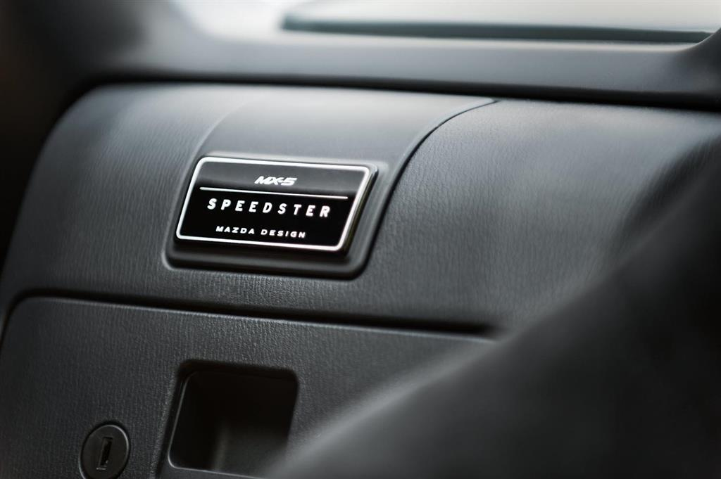 https://www.conceptcarz.com/images/Mazda/Mazda-MX5-Speedster-Lightweight-2015-i01-1024.jpg