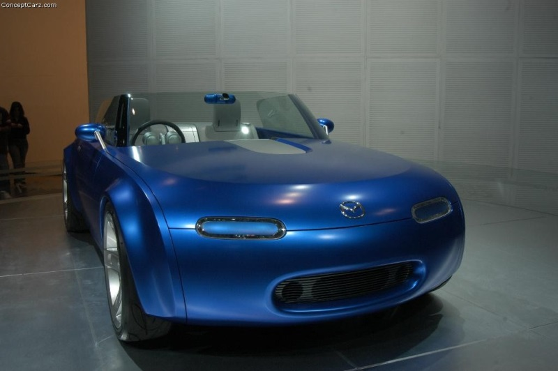 https://www.conceptcarz.com/images/Mazda/mazda_ibuki_chicago_04_dv_015-800.jpg
