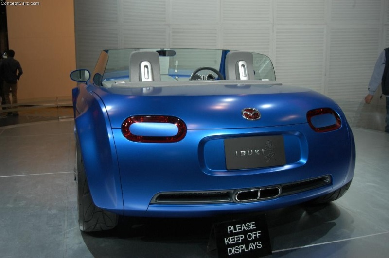 https://www.conceptcarz.com/images/Mazda/mazda_ibuki_chicago_04_dv_05-800.jpg