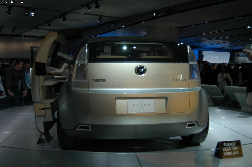 https://www.conceptcarz.com/images/Mazda/mazda_washu_detroit_03_dv_01.jpg