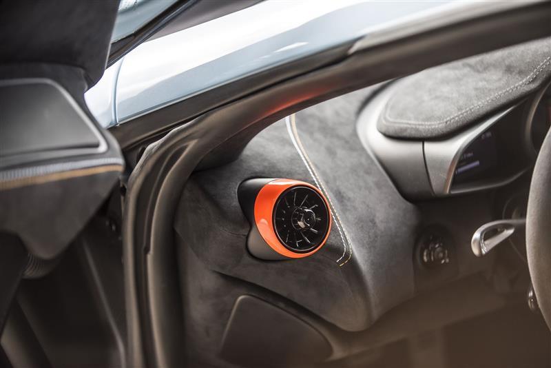 2018 McLaren 675LT MSO Gulf Racing Theme
