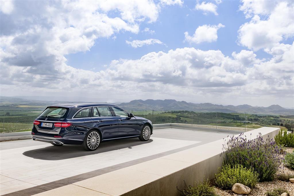 https://www.conceptcarz.com/images/Mercedes-Benz/2017-Mercedes-E-Class-Estate-image-010-1024.jpg