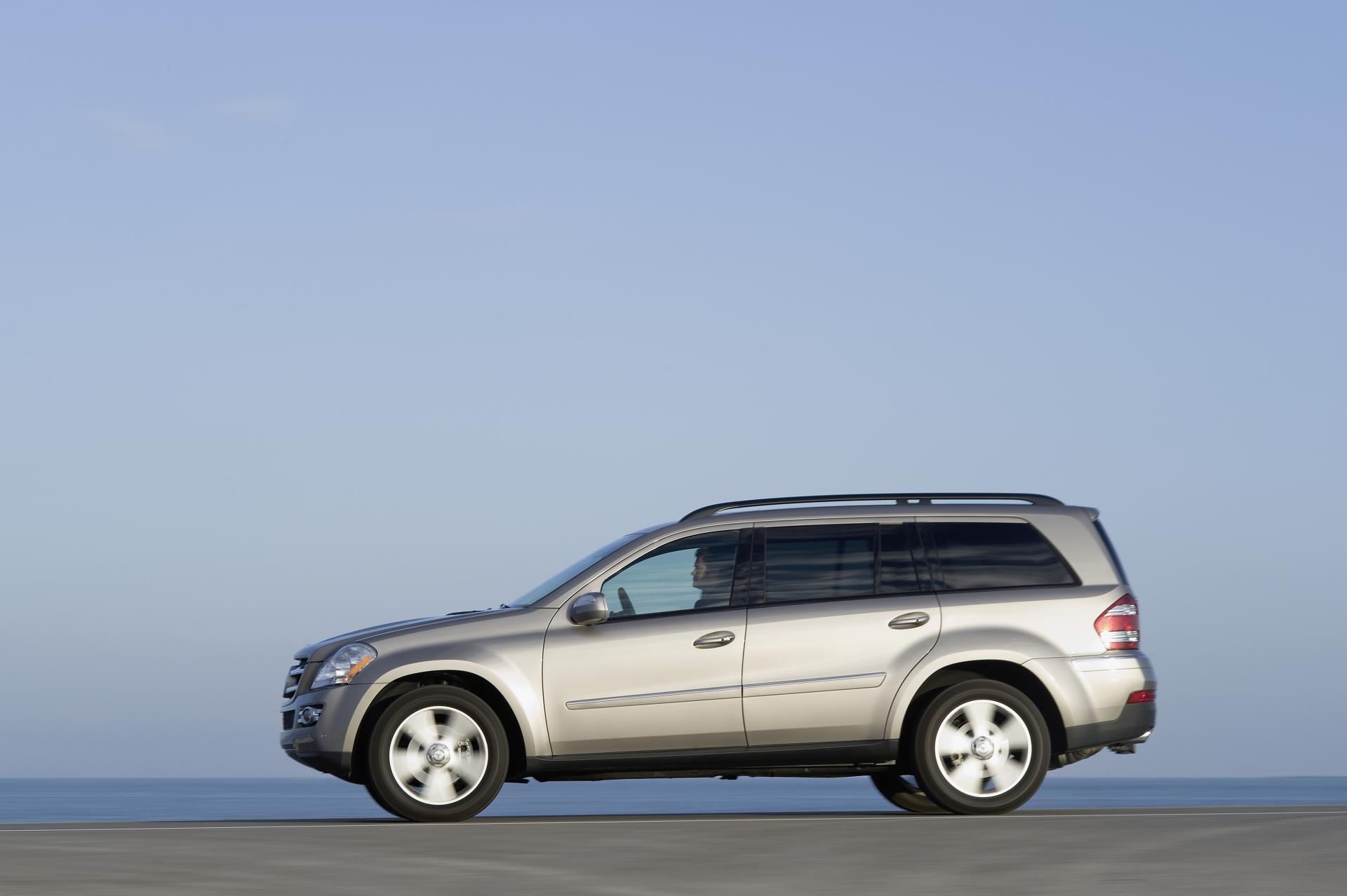2012 mercedes benz gl class news and information for Mercedes benz gl class suv price