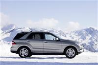 2013 Mercedes-Benz ML550 image.