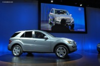 2009 Mercedes-Benz ML 450 Hybrid image.