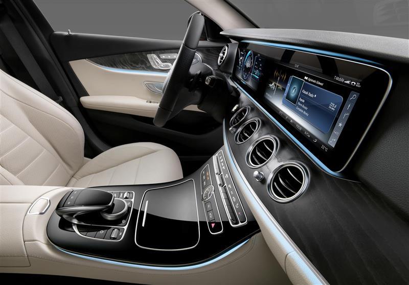 https://www.conceptcarz.com/images/Mercedes-Benz/New-Mercedes-E-Class-interior-010-800.jpg