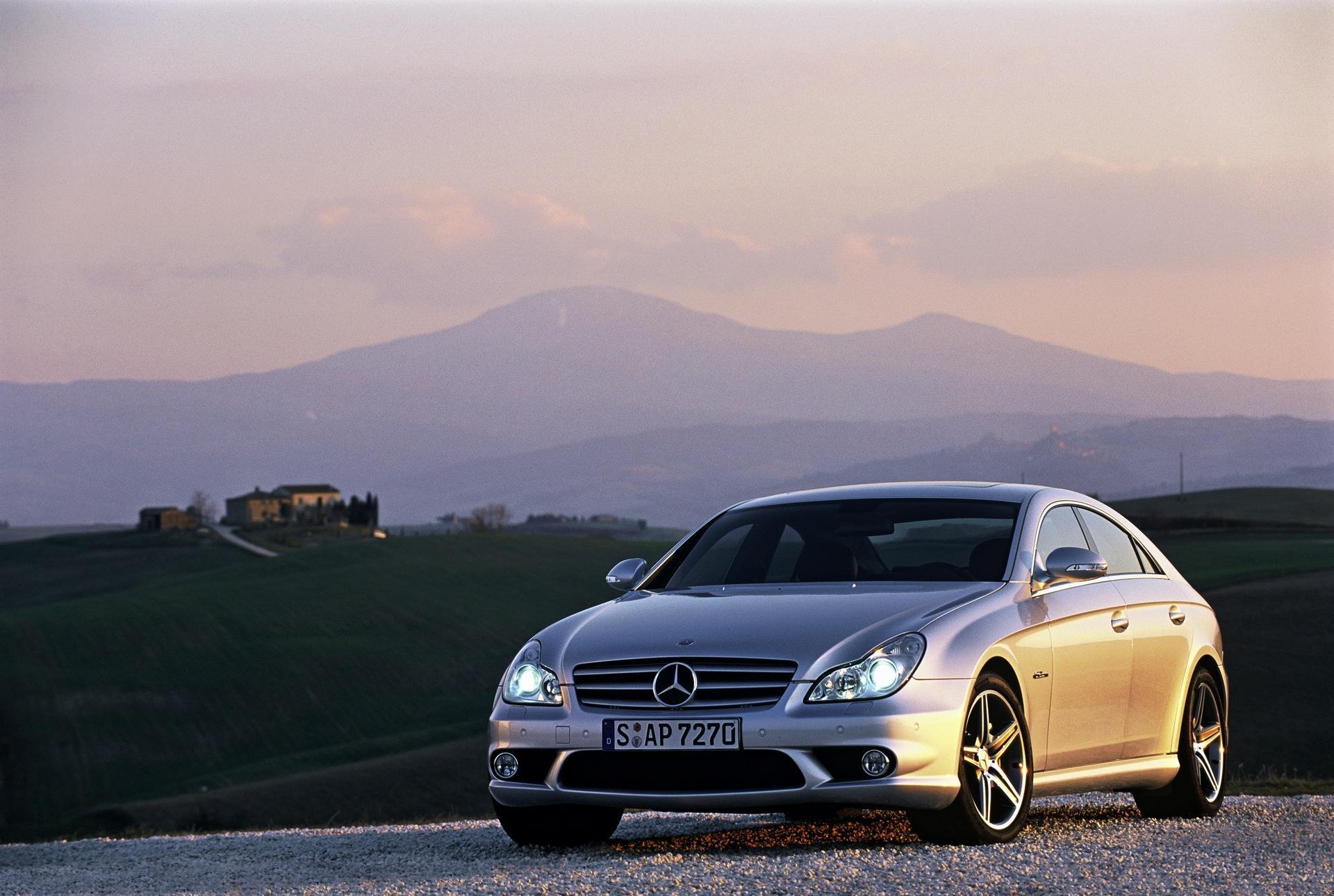 Автомобиль Mercedes-Benz CLS63 загрузить