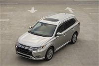 Popular 2021 Mitsubishi Outlander Wallpaper