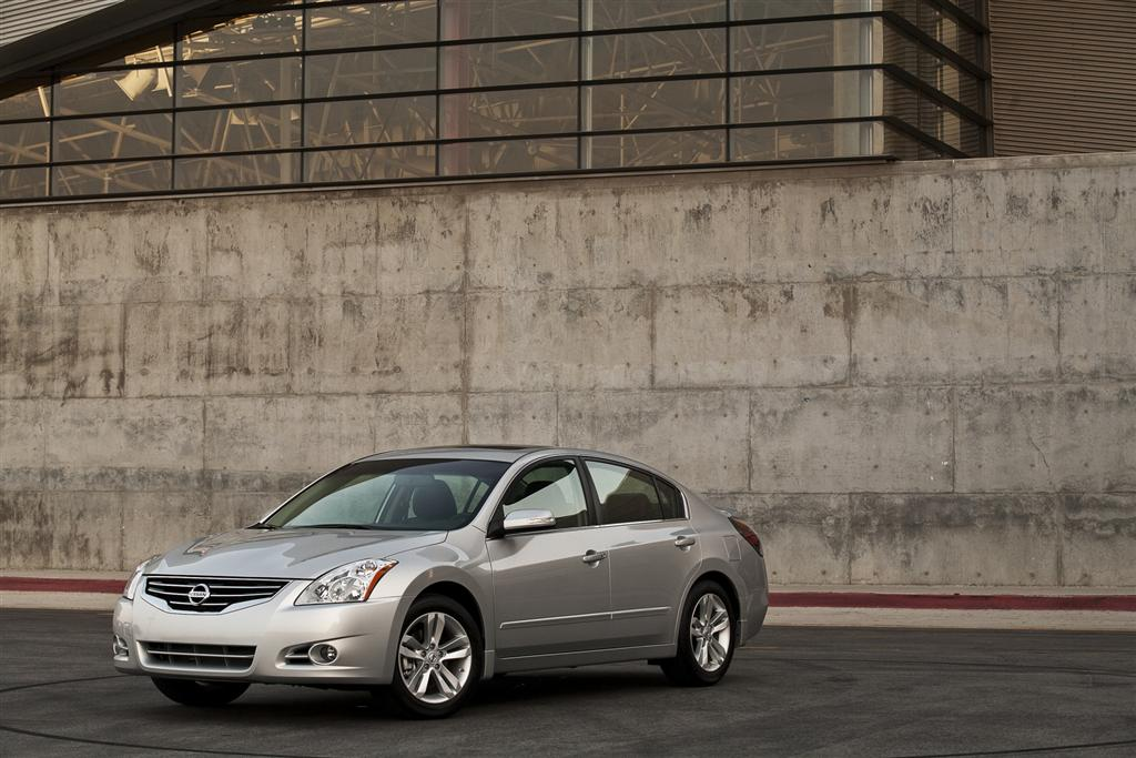 2010 nissan altima news and information. Black Bedroom Furniture Sets. Home Design Ideas