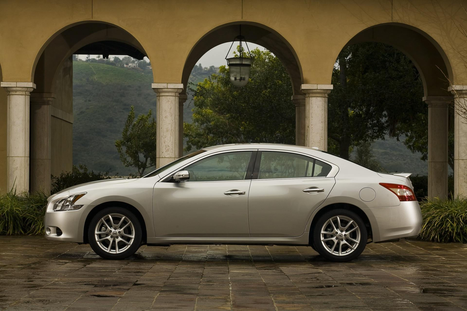 2010 Nissan Maxima News And Information