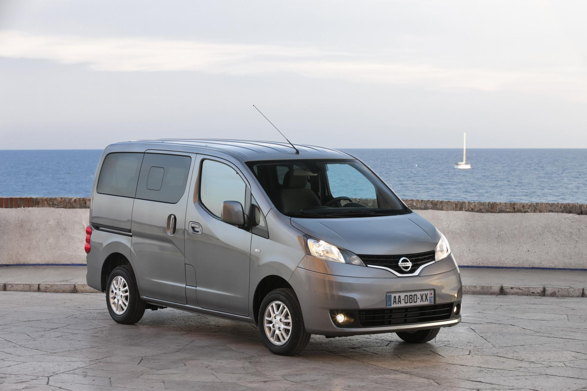 2011 nissan nv200 evalia news and information. Black Bedroom Furniture Sets. Home Design Ideas