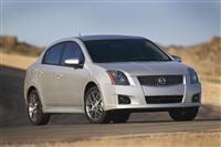 2012 Nissan Sentra SE-R image.