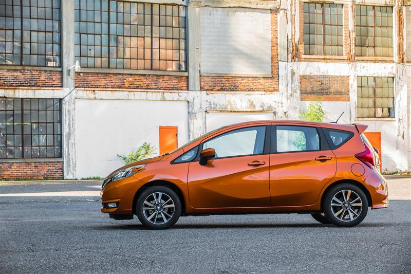 Nissan Versa Note pictures and wallpaper
