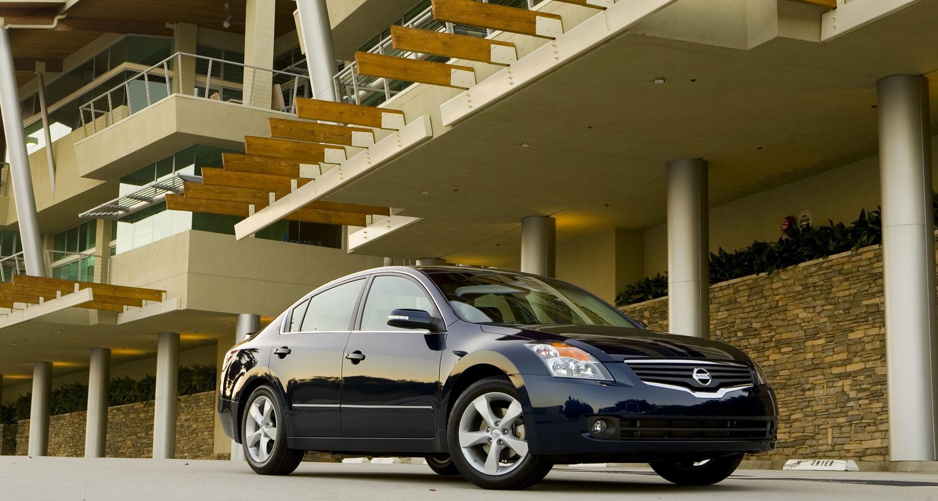 Nissan Altima: Upper half